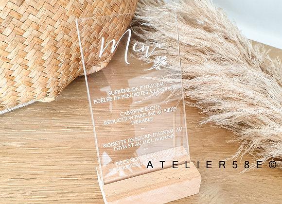 Menu de mariage plexiglas personnalisé sur socle en bois