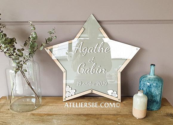 Livre d'or étoile en bois pour mariage avec fond coloré