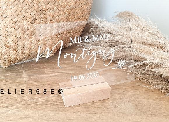 Pancarte mr et mrs mariage en plexiglas avec socle en bois