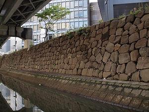 外濠の石垣.jpg