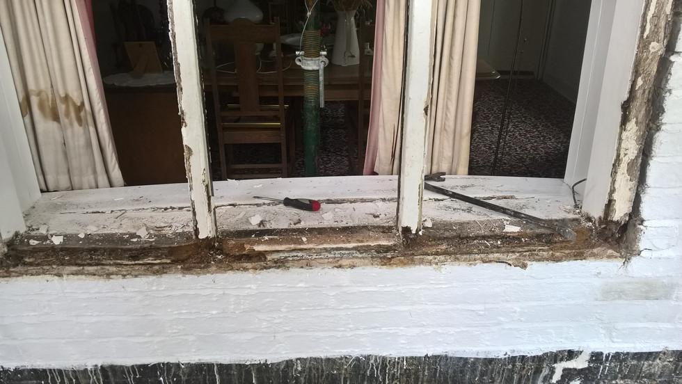 Decayed oak mullion window