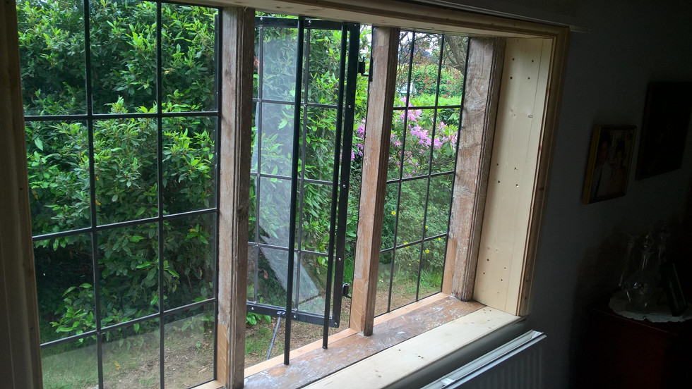 restored oak mullion window and leaded lights