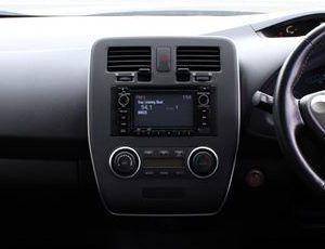 Nissan LEAF S trim.jpg