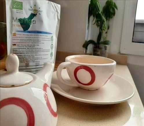 Se puede utilizar la Moringa NaturaLeaf en hoja seca o polvo para infusiones.