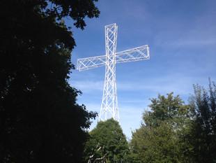 """Krzyż Millenijny na Górze """"Chełmiec"""""""