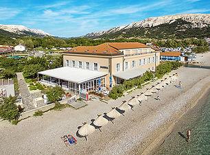Hotel mit direkter Lage am Strand.