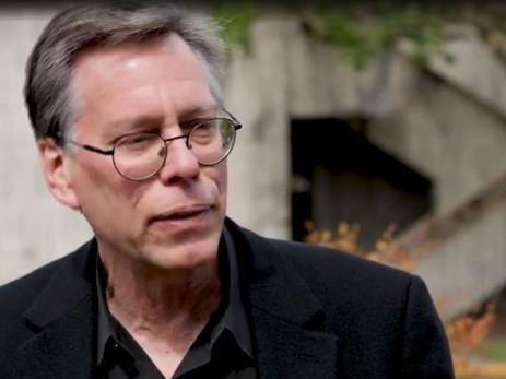 Bob Lazar : Un ancien policier affirme que le ministère de la Défense a tenté d'influencer un juge