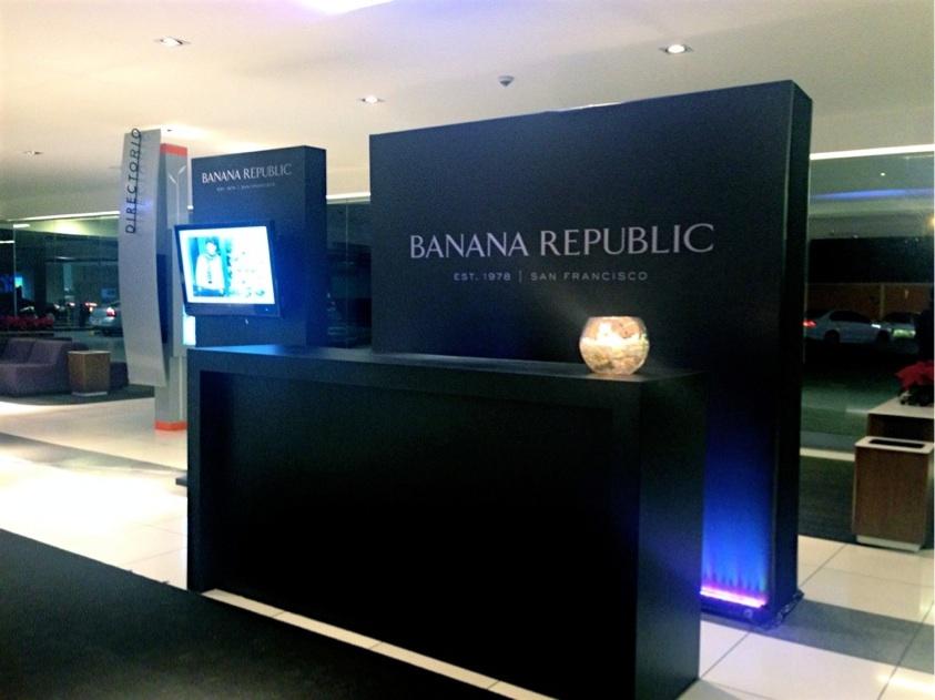 Stand Banana Republic