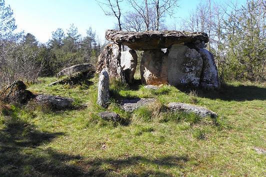 le-dolmen-de-peyrelevade-de-paussac-viso