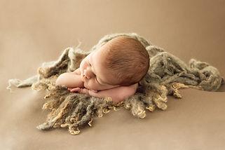 Fotógrafo de recién nacido newborn en Madrid - Marta Martinez Photo. Fotografía artística. Natural, especial y original. Bebés. Regalo sesión de fotos para embarazadas.