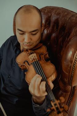 Fotografía de retrato artístico book músico violinista en Madrid