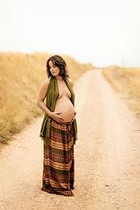 Fotógrafo de embarazo, premamá en Madrid - Marta Martinez Photo. Fotografía artística. Natural, especial y original. Regalo para embarazada sesión de fotos llenas de emoción.