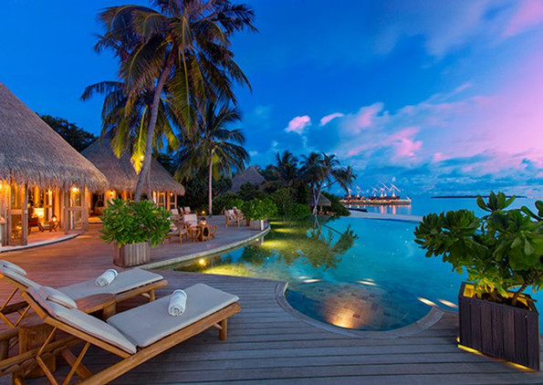 milaidhoo-maldives_compass-pool-bar-4jp