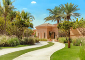 oo_thepalm_exteriors_mansion_pathway_252