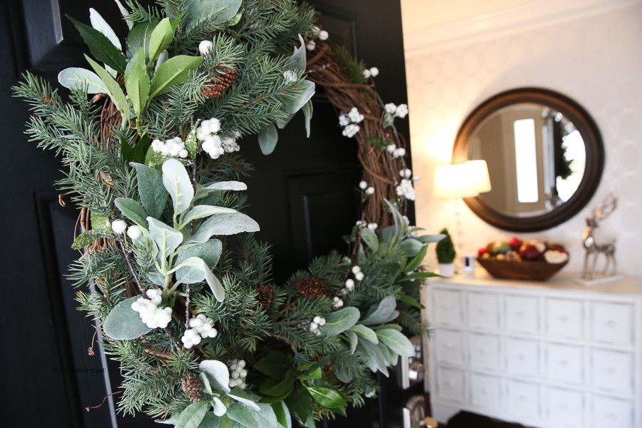 diy, hiliday wreathe, sage, pine, cosy interior decorating, winter