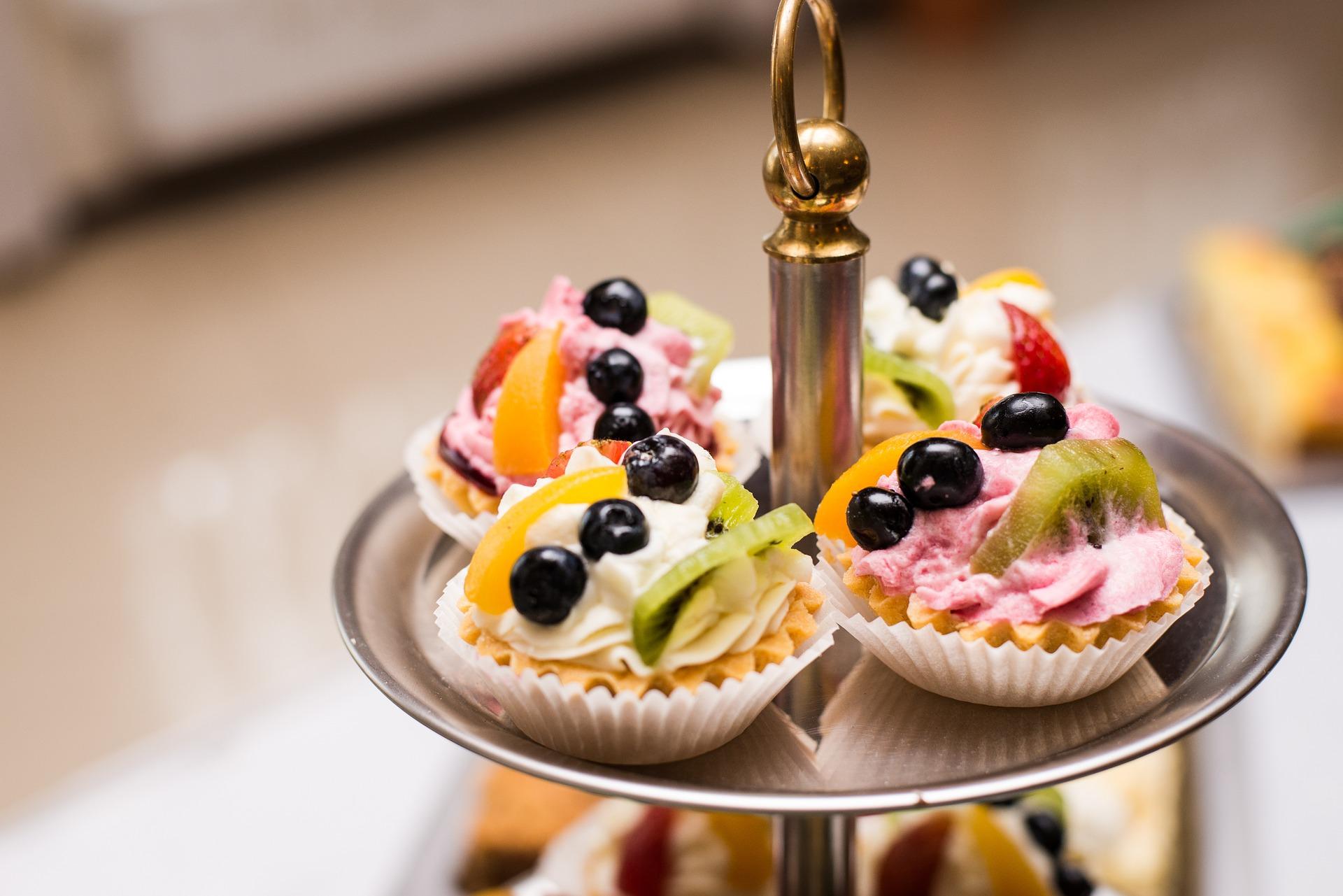 cakes-997672_1920