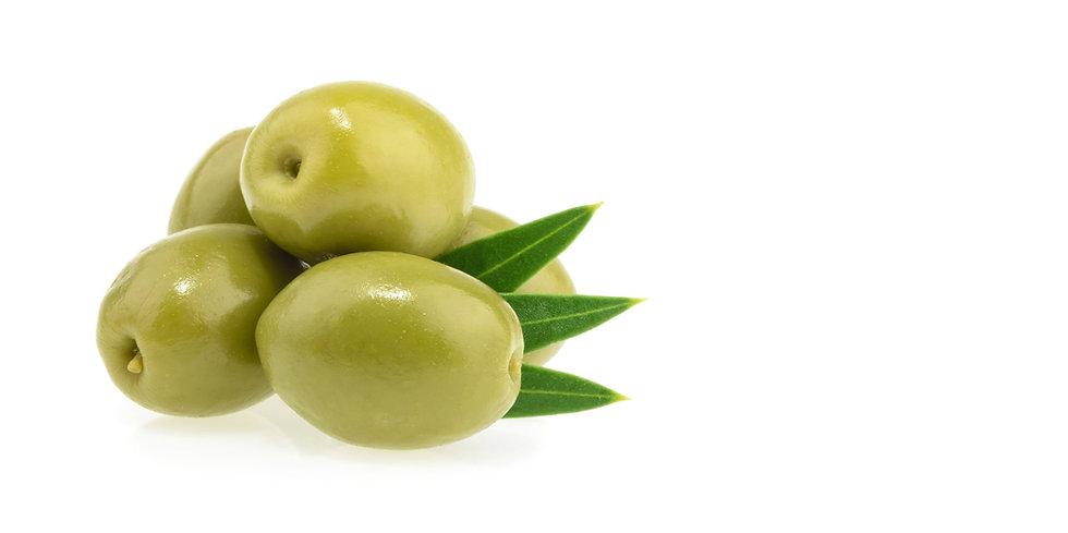 Olive beldi en gros plan. Olive verte entière du maroc avec 3 feuilles