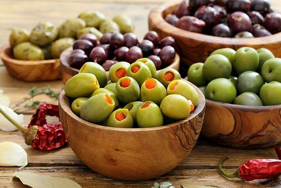 bols d'olives vertes, olives coquillos, olives farcies, pour l'apéritif