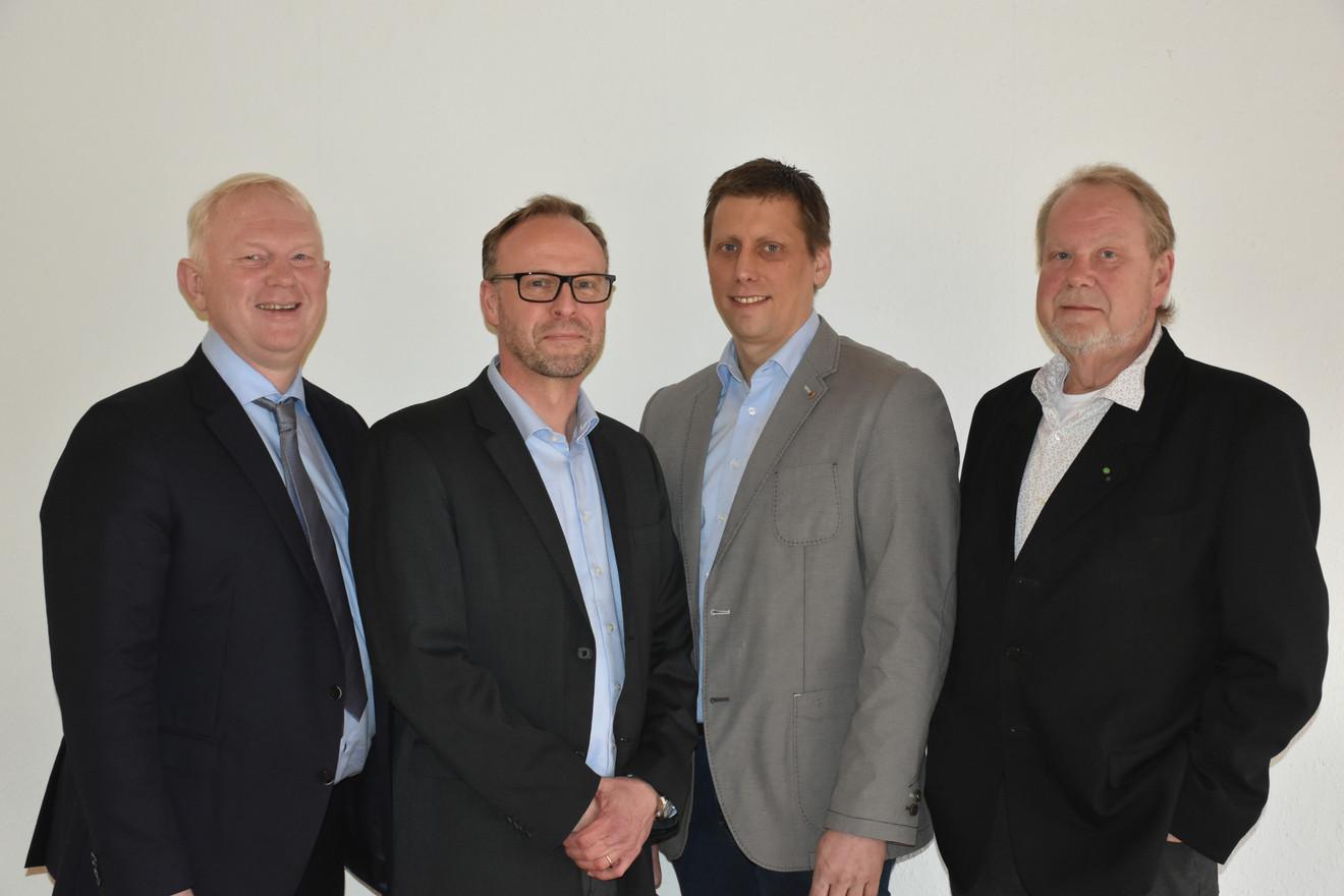 Bürgermeisterkandidat Heinz Blome mit seinen Unterstützern