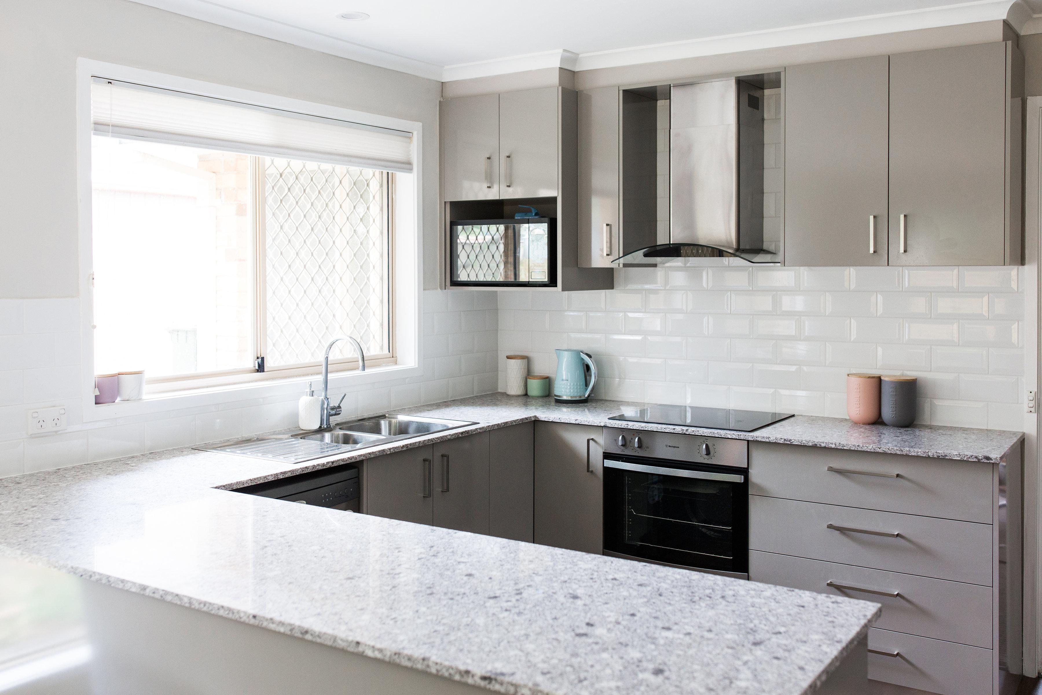 Suburban cottage kitchen