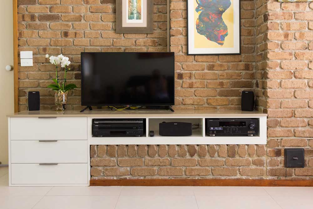 Lounge with media unit