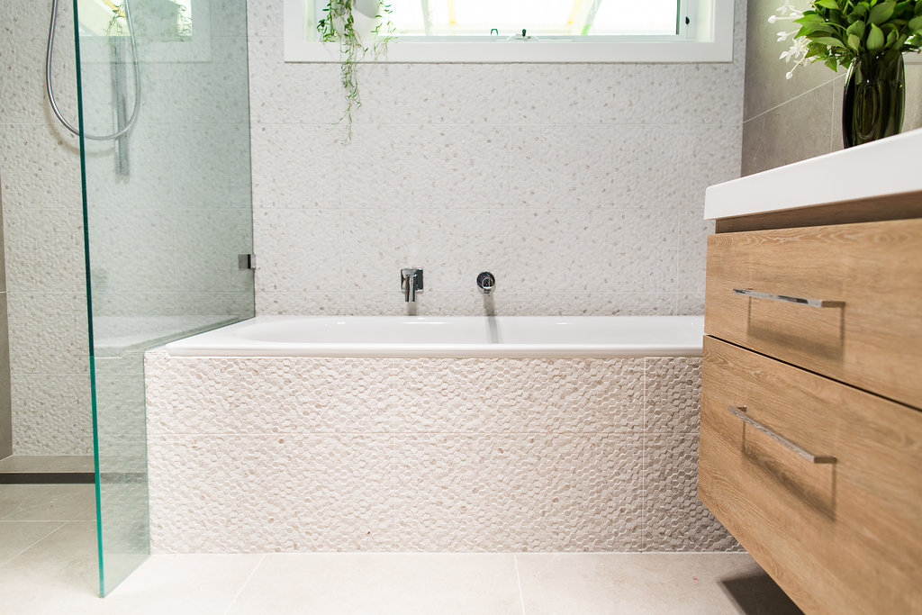 Built-in bath tub
