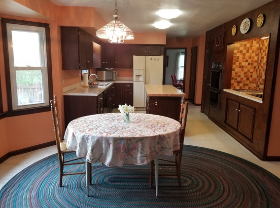 kitchen full lj.jpg