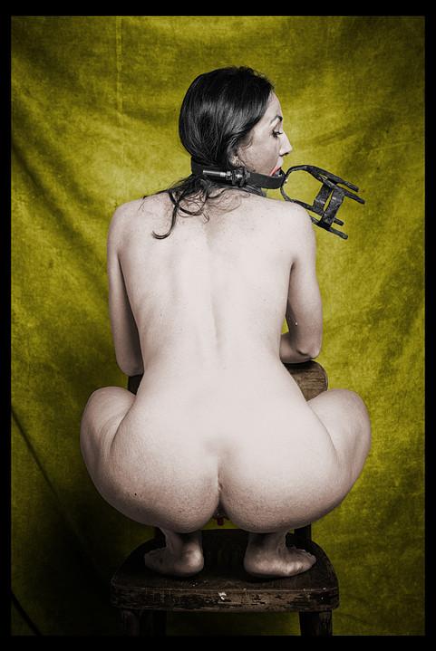 2 krople potu Panny Delty Wenus kucającej na krześle Bazakbala.