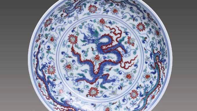 龙盘 Blue-and-White Dish with Floral Spray and Dragon Design