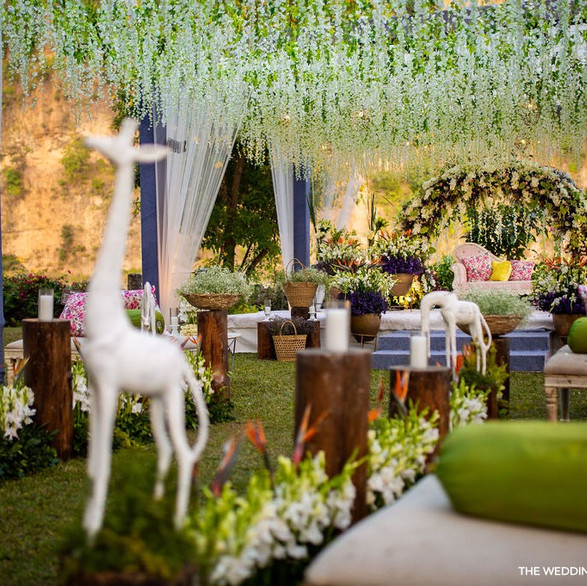 Beautiful wedding decor with the cutest details