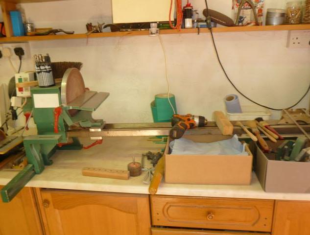 wood-turning lathe
