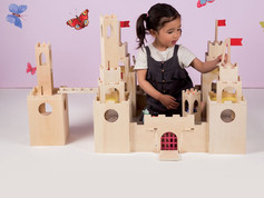 Manhattan Toy Mio Castle, Horse and 4 People