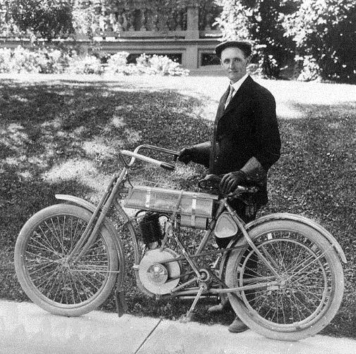 Walter Davidson tinha o equilíbrio perfeito entre a genialidade técnica e o senso de negócios