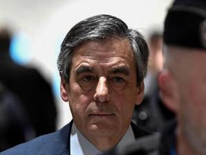 قضاء فرنسا يحكم بالسجن خمس سنوات على رئيس الحكومة السابق فرانسوا فيون بتهمة الارتشاء واستغلال النفوذ