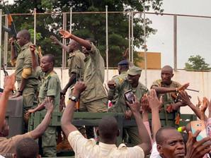"""انقلاب العسكر في مالي: اعتقال الرئيس ورئيس الورزاء وتشكيل  """"اللجنة الوطنية لإنقاذ الشعب"""
