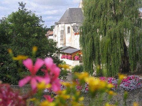 EGLISE SAINT CLEMENT Chasseneuil-du-Poitou près du musée LA MAISON D'AUTREFOIS - lavoir - ville fleurie 3 fleurs - Station de tourisme - Station verte de vacances - Tourisme Chasseneuil