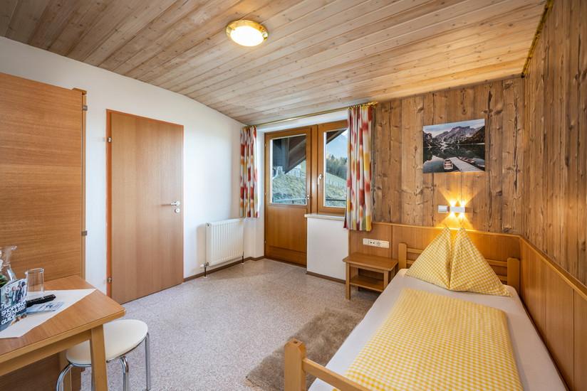 Einzelzimmer (ca. 12,5 m²)