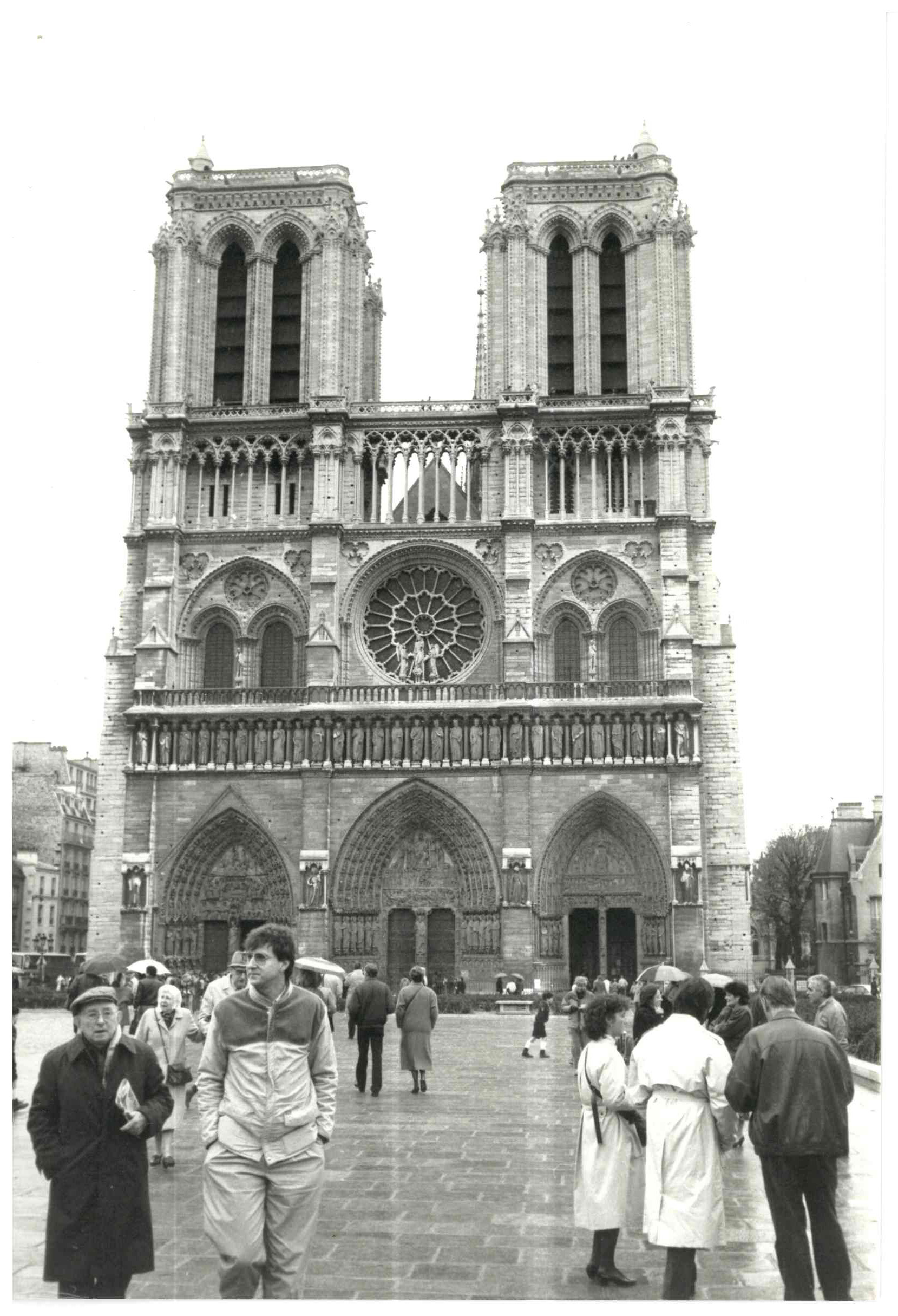 00513-Outside Notre Dame, Paris.jpg