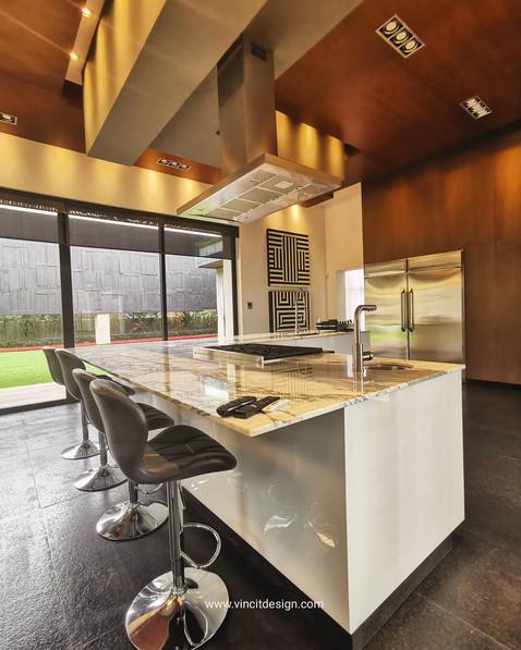 Diseño de interiores de cocina en casa de lujo zotogrande