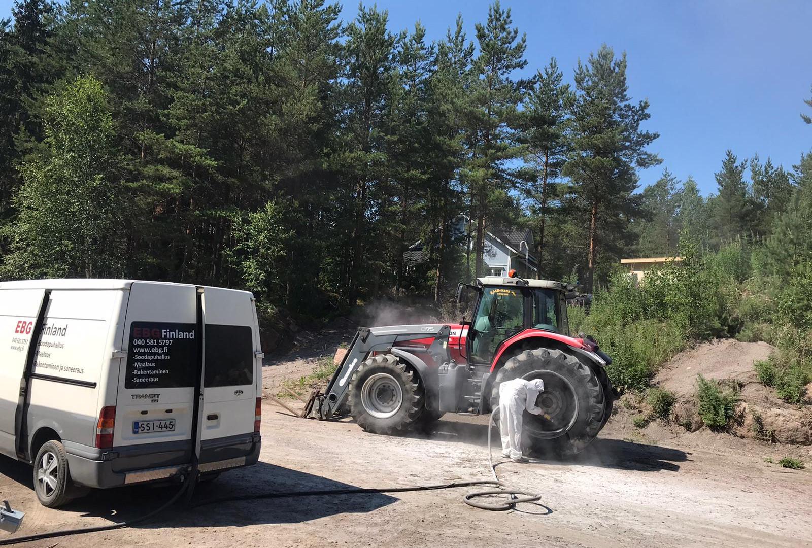 Traktorin vanteiden pintakäsittely