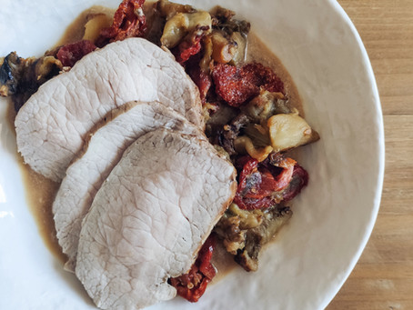 Lomo de cerdo a la leche con berenjena y tomate seco