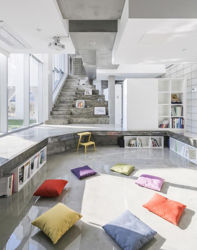 Flying house salon