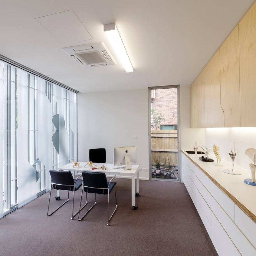 Surgeon s rooms-bureaux1_edited