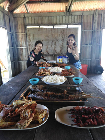 Grilling at the beach with Natuas Tours