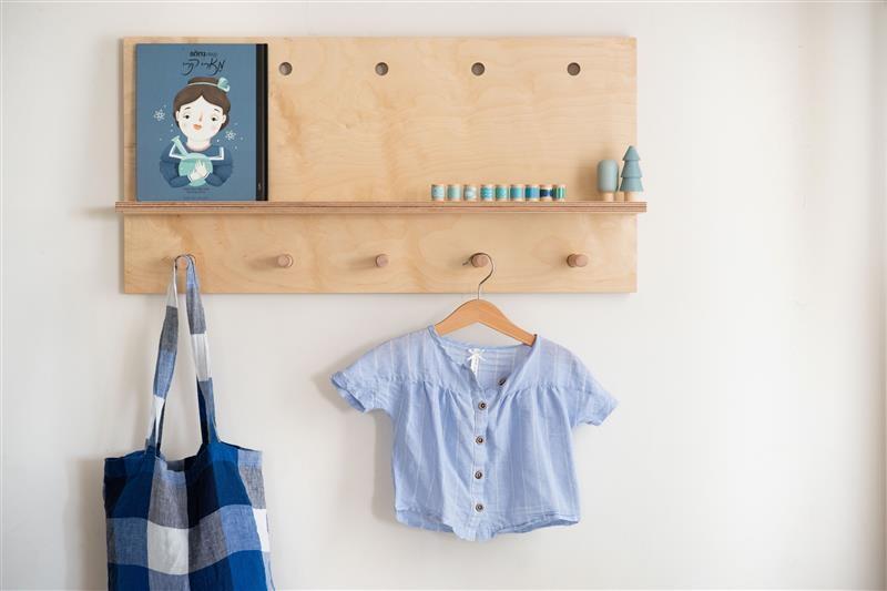 מדף עץ לחדר ילדים
