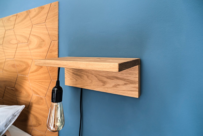 מדף מעץ אלון משולב עם תאורה