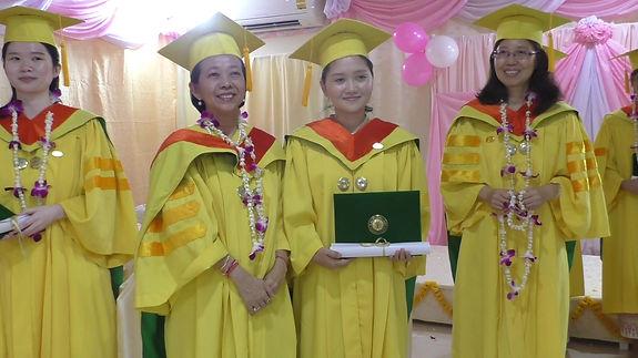 09 Pen diplomas S1400012_Moment(4).jpg
