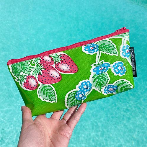 Strawberry Small Pouch / Petite pochette fraise