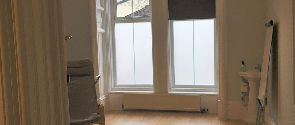 Treatment room with window screen