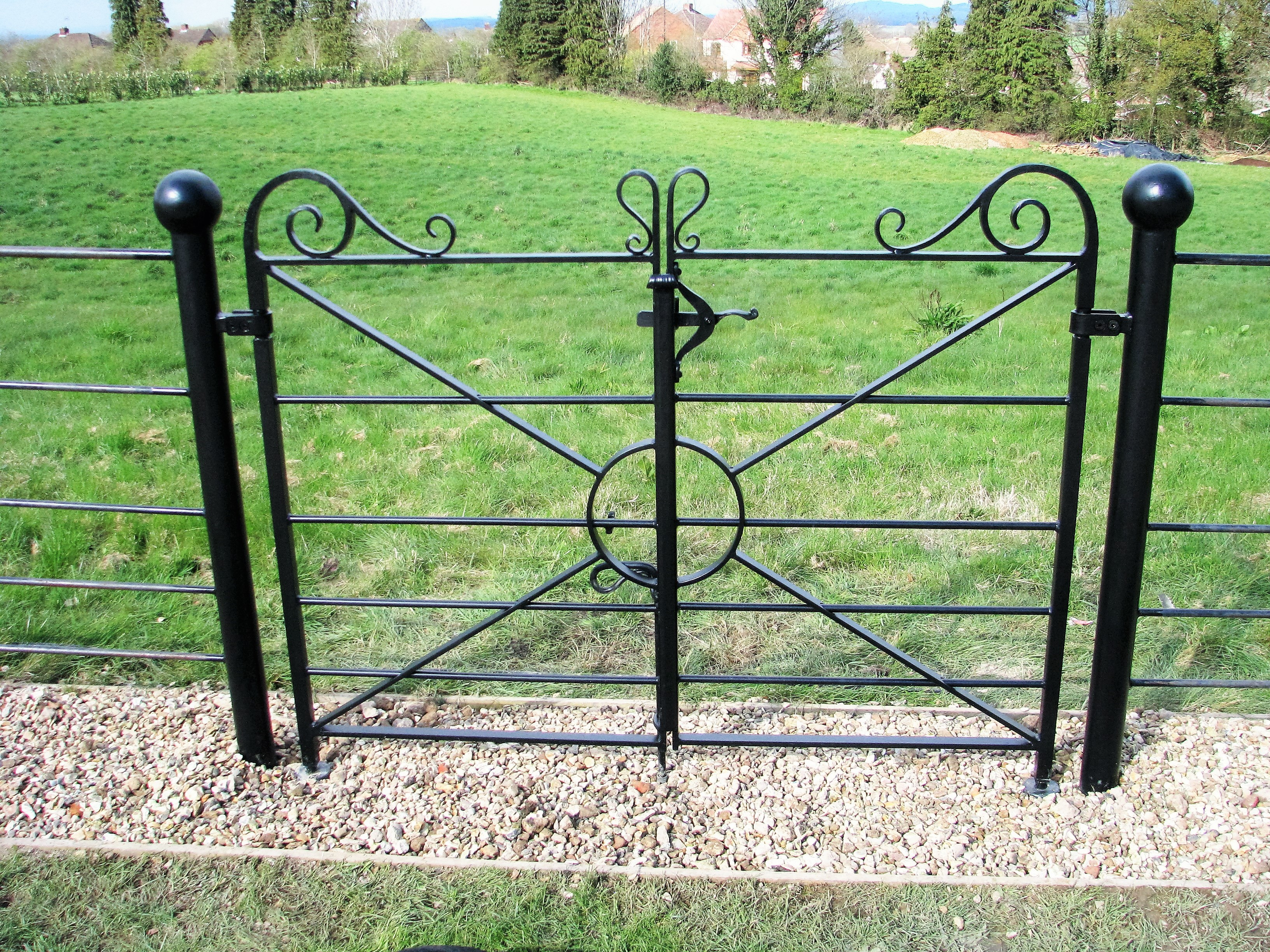 Estate railing gate